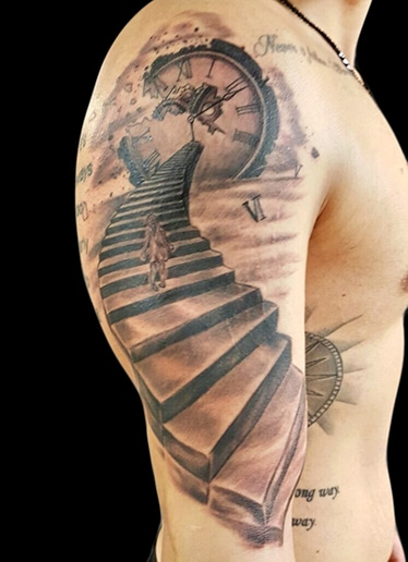 volly-tattoo-black-grey-treppe-3d-uhr