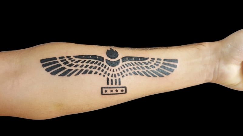 volly-tattoo-black-work-vogel