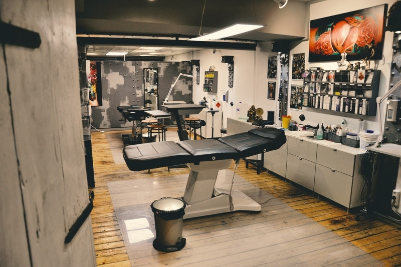 zone tattoo studio zone piercing tattoo tattooentfernung. Black Bedroom Furniture Sets. Home Design Ideas