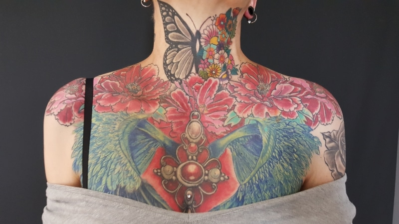 Zone-Tattoo-Volly-Butterfly:Hals