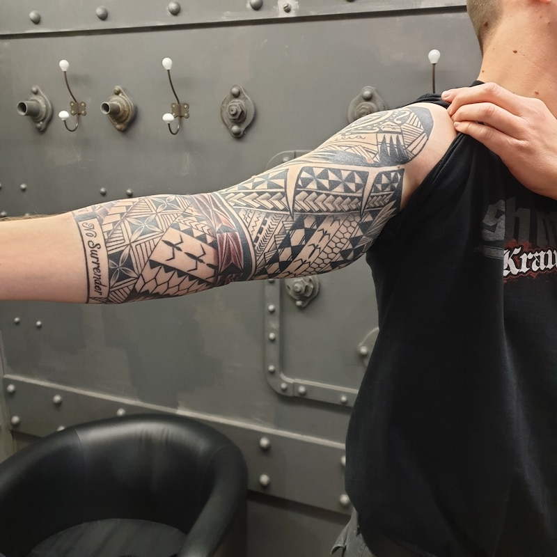 Zone-Tattoo-Volly-Maori -sleeve -Polynesian