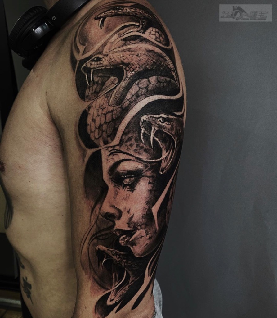 Zone-Tattoo-Grischa -Black and Grey - Snake -Schlange