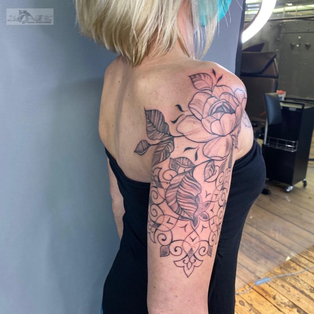 Zone - Tattoo -Dilo-Fine Line Tattoo - Rosen - Blätter - Mandala