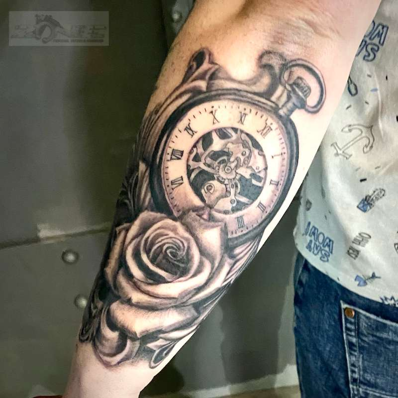 Zone - Tattoo - Volly - Realistic -Black and Grey - Rose - Taschenuhr