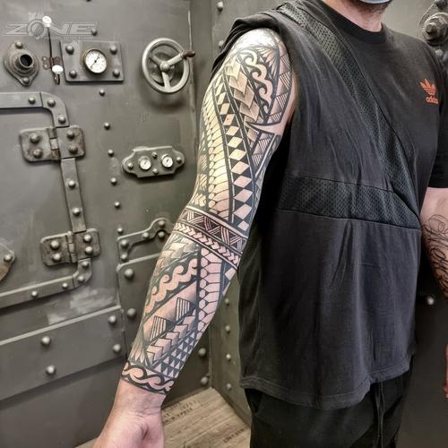 Zone -Tattoo - Piercing - Volly - Maori-Polynesischer Armsleeve-Braunschweig5