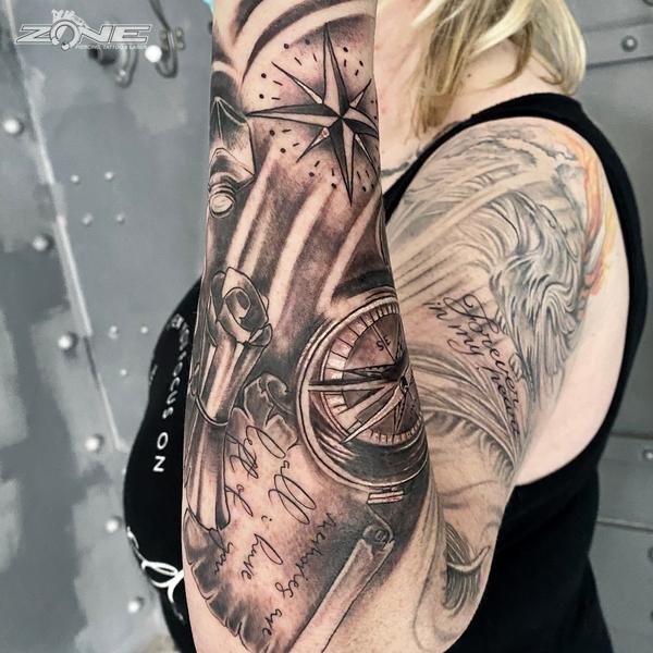 Zone - Piercing - Tattoo - Dilo - Blackandgrey6