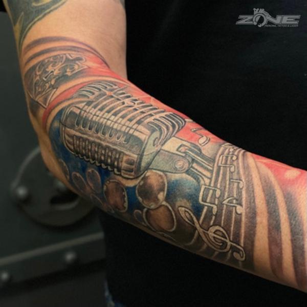Zone - tattoo - Piercing - Dilo - realistic - mikrofon - Braunschweig