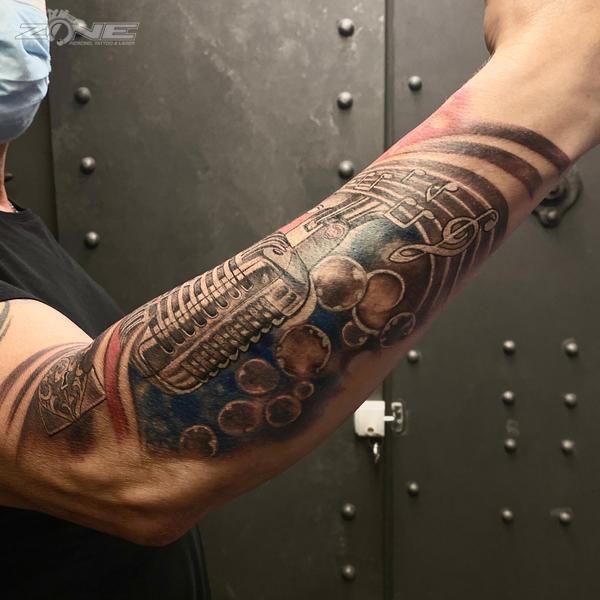 Zone - tattoo - Piercing - Dilo - realistic - mikrofon - Braunschweig0